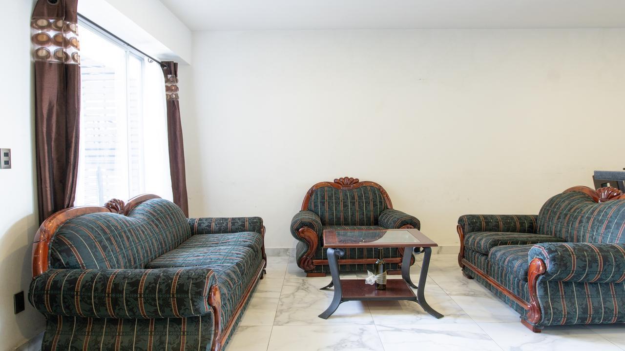 Imagen de salón en Av central, Carola