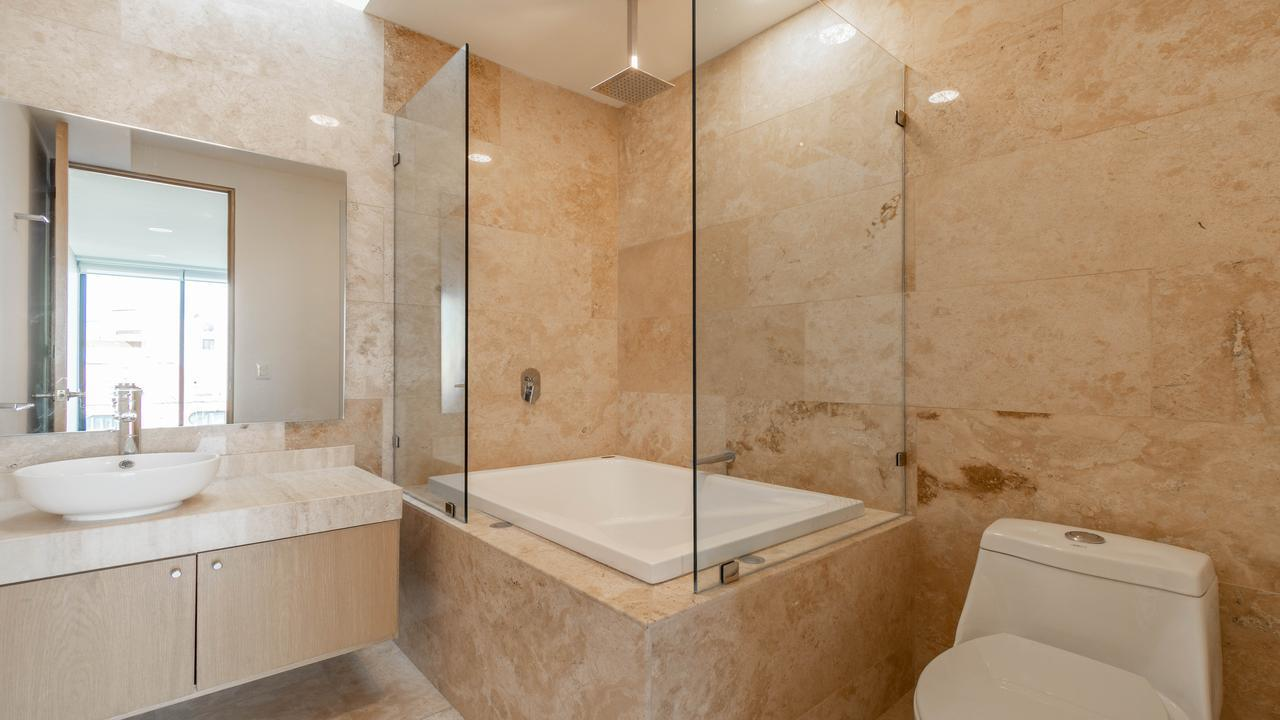 Imagen de baño en Eugenia, Valle Centro