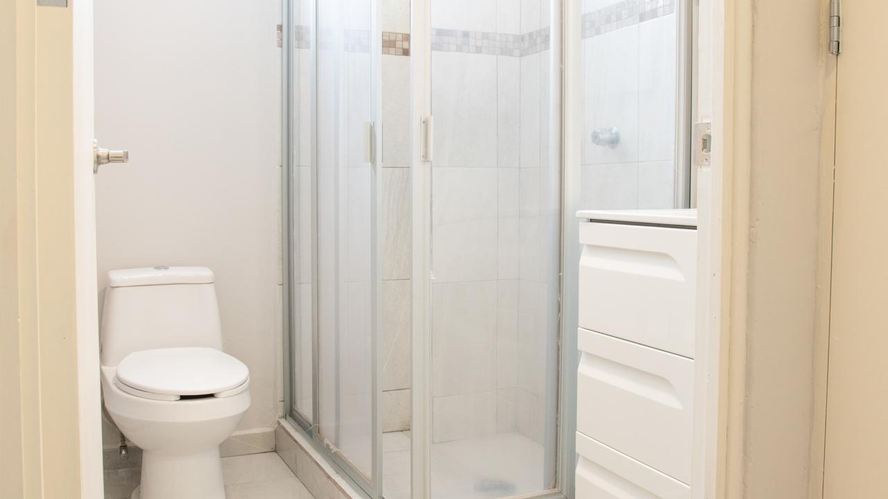 Imagen de baño en Providencia, Del Valle Centro