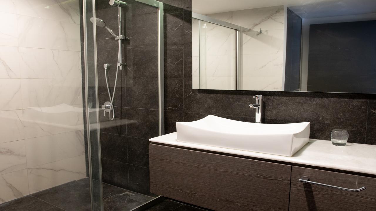 Imagen de baño en Lisboa, Juárez