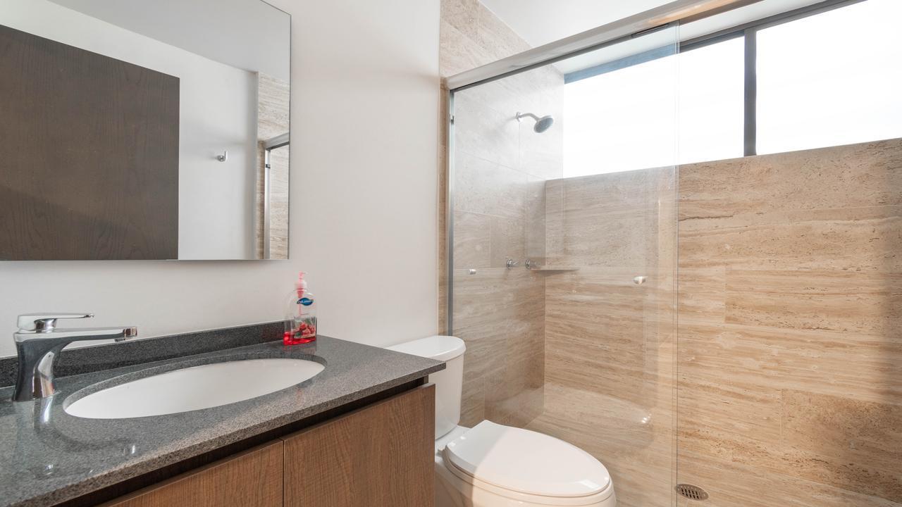 Imagen de baño en Avenida Benjamín Franklin, Hipódromo Condesa